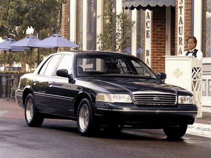 1998 Ford Crown Victoria 14