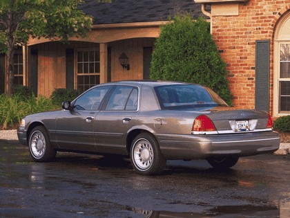 1998 Ford Crown Victoria 17