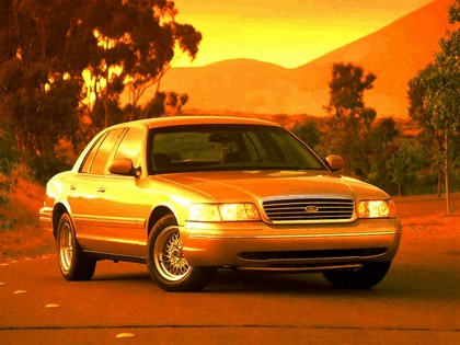 1998 Ford Crown Victoria 23