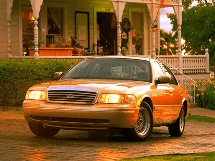 1998 Ford Crown Victoria 24