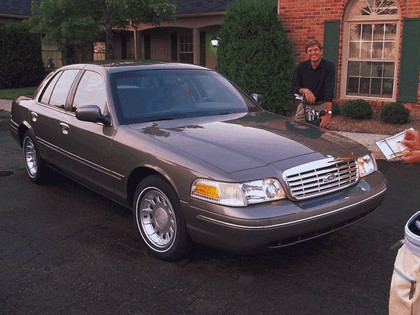 1998 Ford Crown Victoria 28