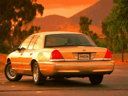 1998 Ford Crown Victoria 31