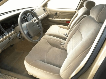 1998 Ford Crown Victoria 34