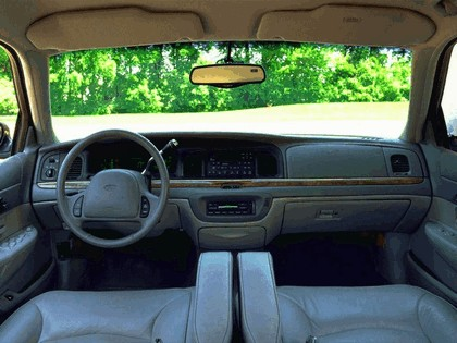 1998 Ford Crown Victoria 38