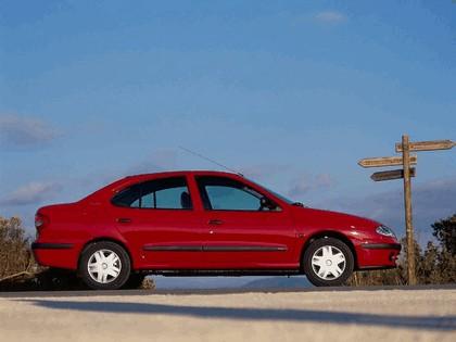 1999 Renault Megane sedan 3
