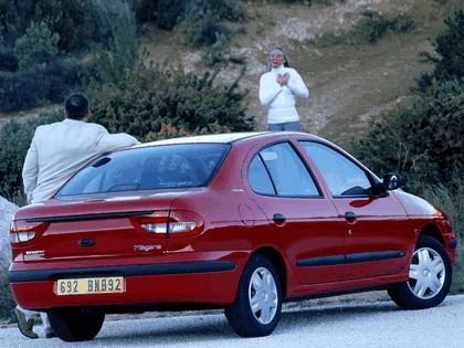 1999 Renault Megane sedan 4