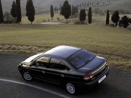 1999 Renault Megane sedan 5