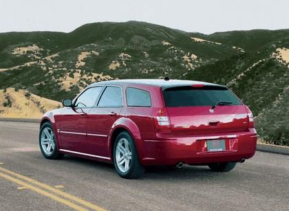 2005 Dodge Magnum 2