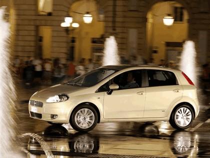 2005 Fiat Grande Punto 5-door 1