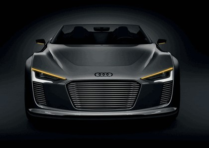 2010 Audi e-tron Spyder 3