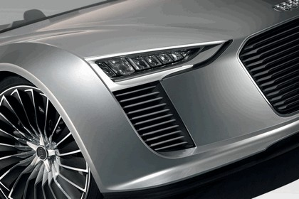 2010 Audi e-tron Spyder 9