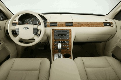 2005 Ford 500 16