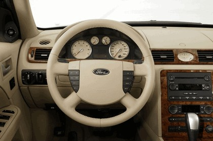 2005 Ford 500 17