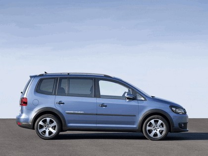 2010 Volkswagen Cross Touran 2