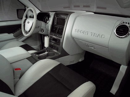 2005 Ford Explorer Sport Trac 6