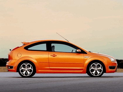2005 Ford Focus ST 3-door european version 9