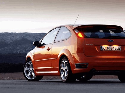 2005 Ford Focus ST 3-door european version 12