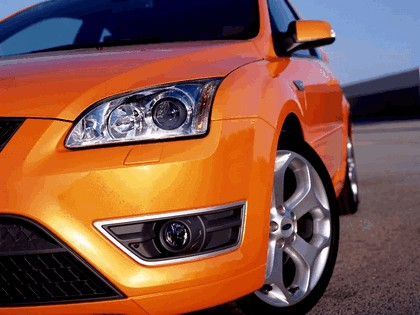 2005 Ford Focus ST 3-door european version 13