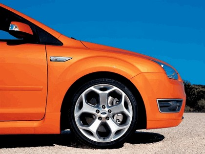 2005 Ford Focus ST 3-door european version 14