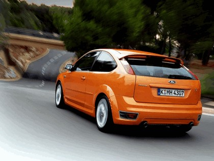 2005 Ford Focus ST 3-door european version 18