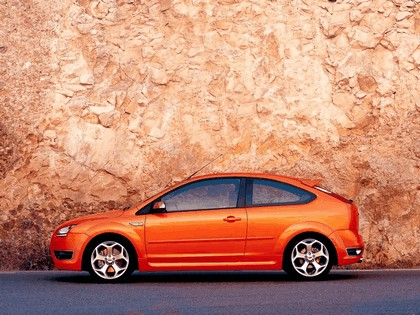 2005 Ford Focus ST 3-door european version 19