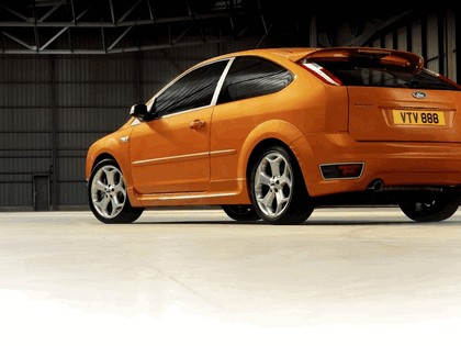 2005 Ford Focus ST 3-door european version 21