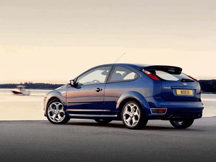 2005 Ford Focus ST 3-door european version 27