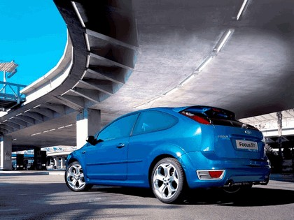 2005 Ford Focus ST 3-door european version 30