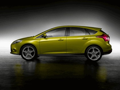 2010 Ford Focus hatchback 23