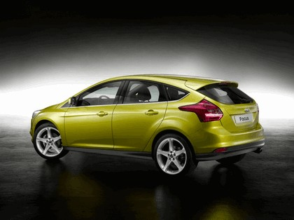 2010 Ford Focus hatchback 24