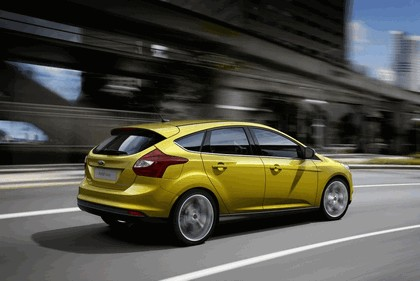 2010 Ford Focus hatchback 28