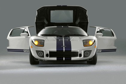 2005 Ford GT 17