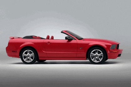 2005 Ford Mustang convertible 1