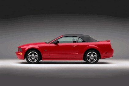 2005 Ford Mustang convertible 5