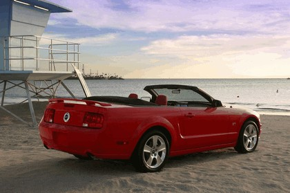2005 Ford Mustang convertible 14