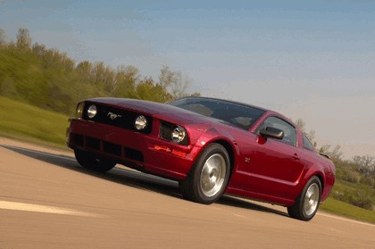 2005 Ford Mustang GT 2