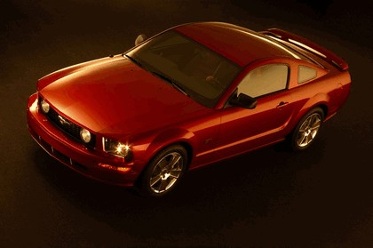 2005 Ford Mustang GT 9