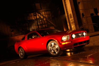 2005 Ford Mustang GT 11