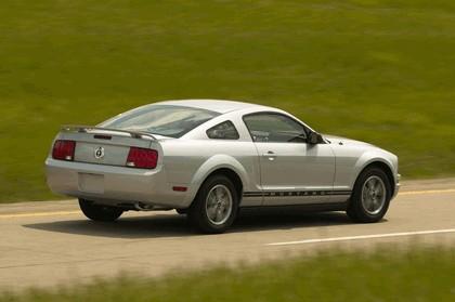 2005 Ford Mustang V6 12