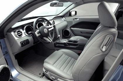 2005 Ford Mustang V6 13