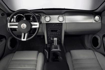 2005 Ford Mustang V6 16