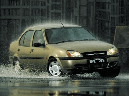 2000 Ford Ikon 1