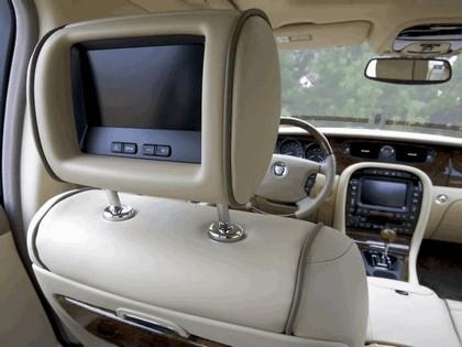 2005 Jaguar XJ Super V8 37