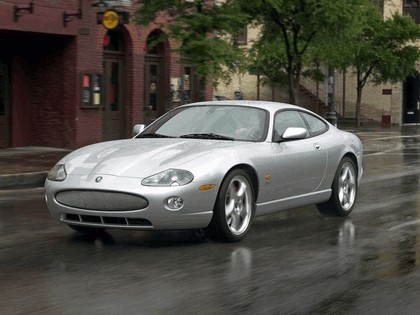 2005 Jaguar XKR coupé 1