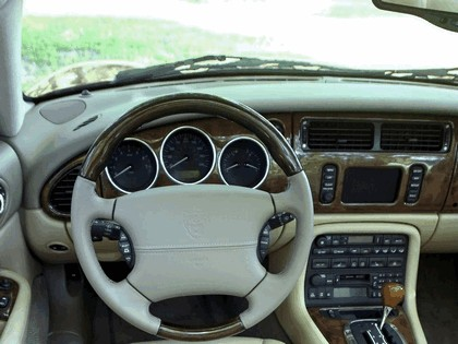 2005 Jaguar XKR coupé 19