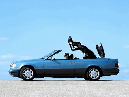 1993 Mercedes-Benz E220 ( A124 ) cabriolet 2