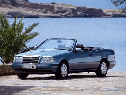 1993 Mercedes-Benz E220 ( A124 ) cabriolet 10