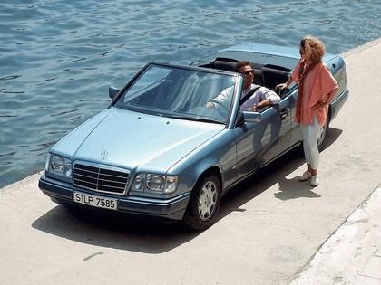1993 Mercedes-Benz E220 ( A124 ) cabriolet 13