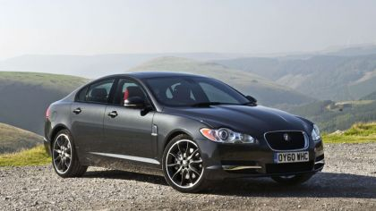 2010 Jaguar XF BlackPack - UK version 1