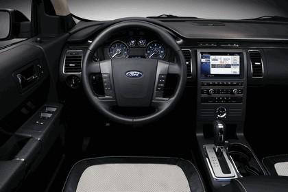 2011 Ford Flex Titanium 9